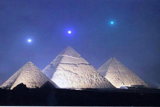 pyramids positioning of the stars