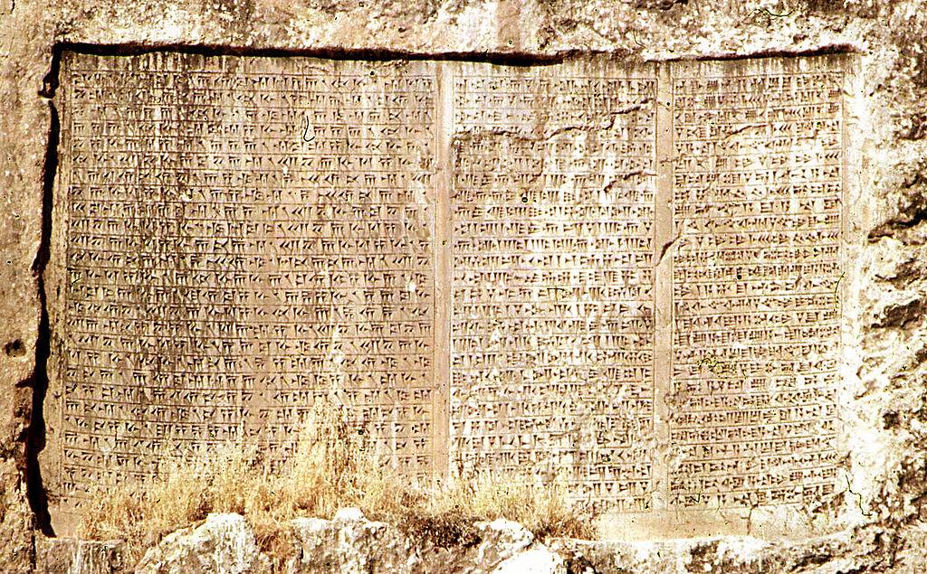 Древние тексты описывают присутствие пришельцев. Это указывает, что теория древних инопланетян верна.